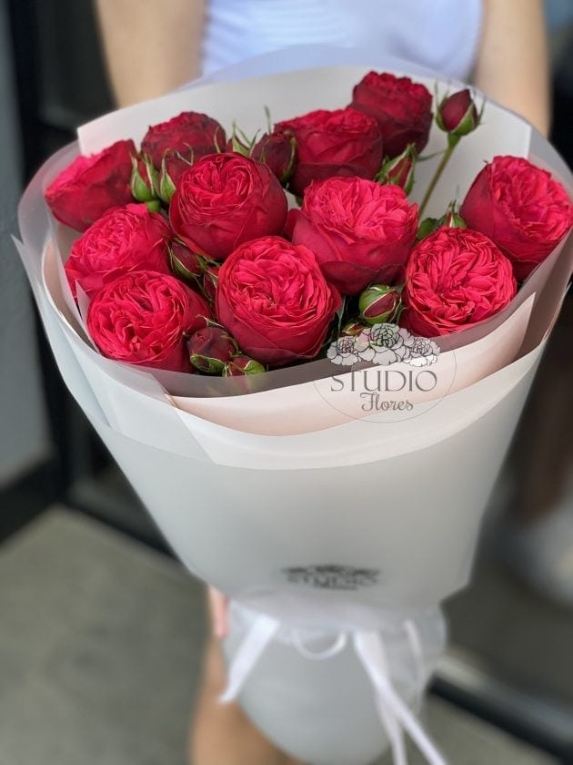 Bouquet of eleven red roses Piano  – Flower shop STUDIO Flores