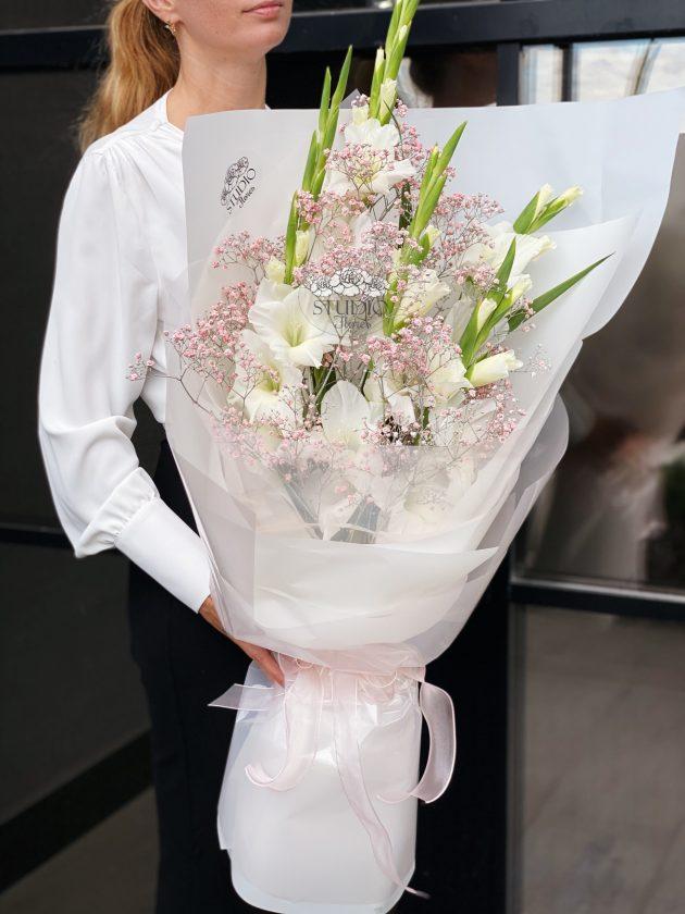 Bouquet with gladiolus – Flower shop STUDIO Flores