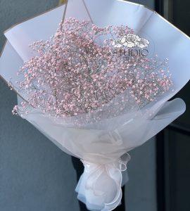 Букет с розовой гипсофилой – Интернет-магазин цветов STUDIO Flores