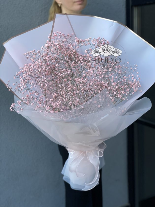 Bouquet with pink gypsophila – Flower shop STUDIO Flores