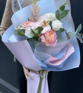Букет комплимент с орхидеей – Интернет-магазин цветов STUDIO Flores