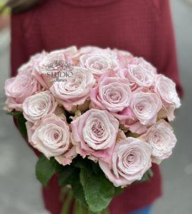 19 gentle lilac roses – Flower shop STUDIO Flores