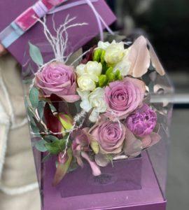 Купить цветы в коробке