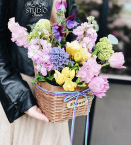 Кошик квітів 'Весна' – Інтернет-магазин квітів STUDIO Flores